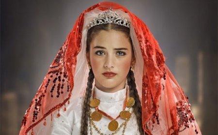 Турецкий сериал: Маленькая невеста / Küçük Gelin (2013)