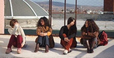 Турецкий фильм: Голубая волна / Mavi Dalga (2013)