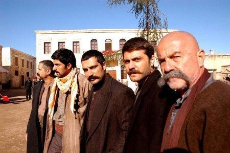 Турецкий сериал: Черная змея / Кара Йилан / Kara Yılan (2007)
