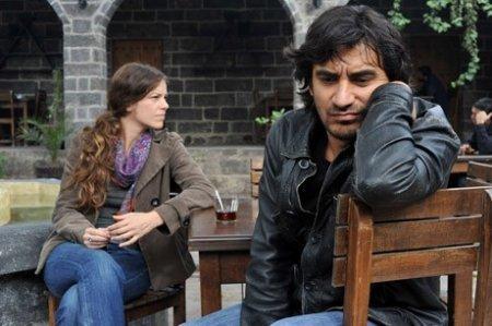 Турецкий фильм: Будущее длится вечно / Gelecek Uzun Surer (2011)