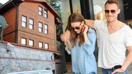Дом с 9 комнатами показался Серенай Сарыкая маленьким
