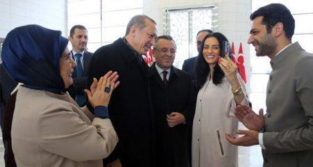 Президент Эрдоган передал подарок Мурату Йылдырыму и его невесте