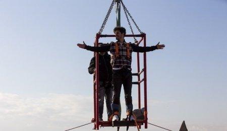 Берк Атан спрыгнул с 54-метровой высоты