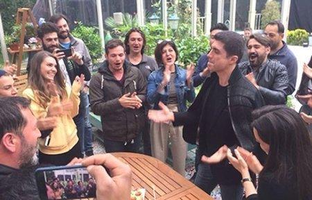 Озджан Дениз и Аслы Энвер отпраздновали день рождения на съемках