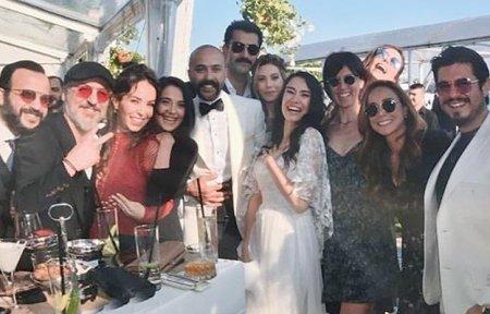 Турецкие звезды на свадьбе Сарпа Аккайи