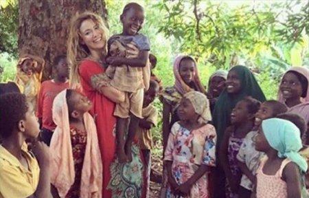 Гамзе Озчелик продала дом ради африканских детей
