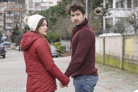 Не отпускай мою руку / Elimi Birakma – 30 серия, описание и фото