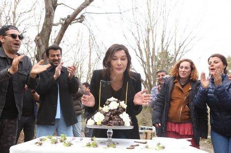 Нургюль Йешильчай отпраздновала свой день рождения на съемках