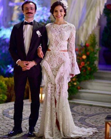 Дениз Байсал выбирает свадебное платье