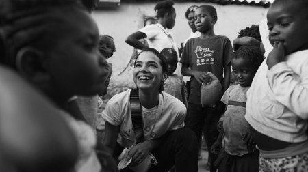 Бруна Маркезини уехала волонтером в Африку