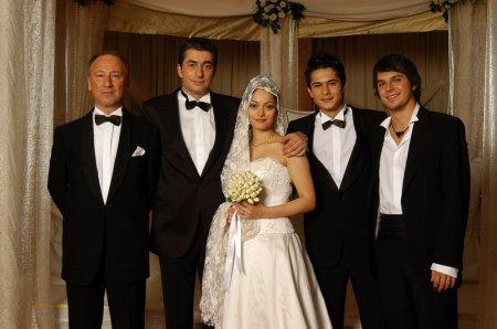 Турецкий сериал: Принцесса хлопковых полей / Beyaz Gelincik (2005)