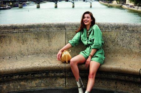 Стильная Афра Сарачоглу в Париже