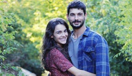 Дениз Джан Акташ и Хафсанур Санджактутан – самая милая пара нового сезона