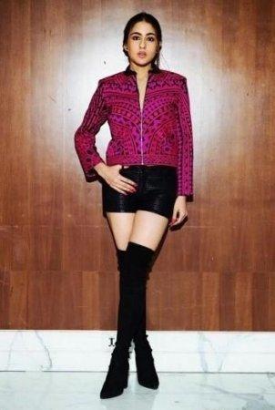 Индийские актрисы показывают, как носить ботфорты этой осенью