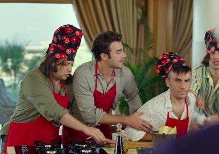 Турецкий фильм: Возмутительный класс: Летние игры / Hababam Sinifi: Yaz Oyunlari (2020)