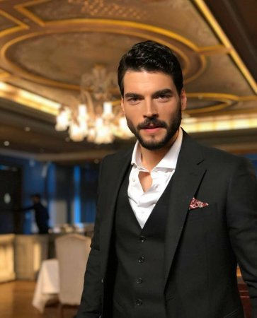 Турецкие актеры, которые покорили миллионы женских сердец