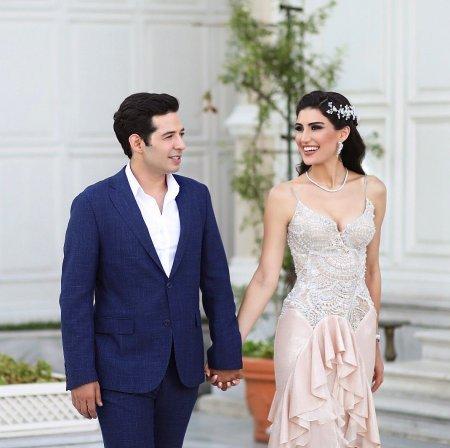 Мерт Фырат с женой отпраздновали «бумажную свадьбу»