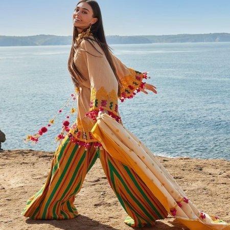 Эсра Бильгич представила свою коллекцию одежды