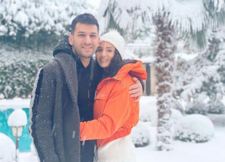 Снежный роман Мурата Йылдырыма с женой Имане Эльбани